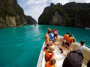 Morgens mit dem Speedboat in Pileh Lagune