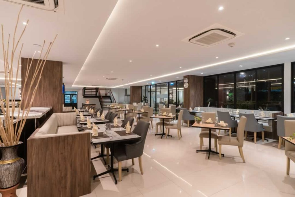 Restaurant - New Square Patong Hotel